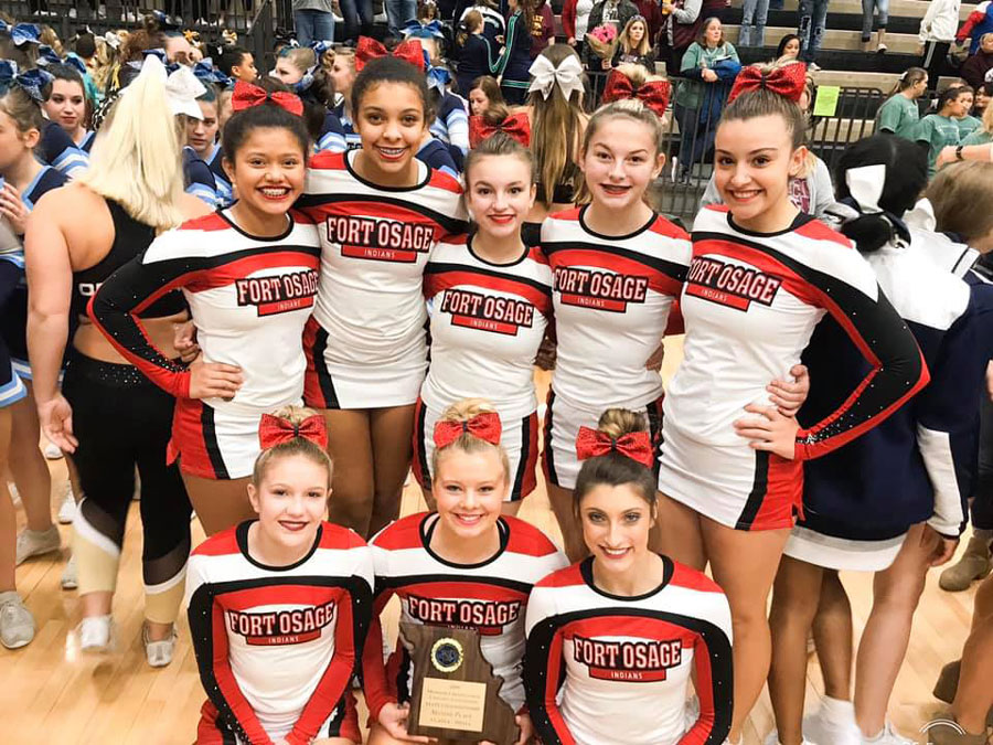 The+Cheer+Team+poses+with+it%27s+2nd+Place+plaque+at+the+State+Tournament+in+Columbia.+The+team+consists+of+%28Front+row+L+to+R%29+seniors+Sydnei+Flaig%2C+Taylor+Menne+and+Sam+Mygatt.+%28Back+row+L+to+R%29+freshman+Lohany+Galeas%2C+freshman+Tatyana+Blankinship%2C+sophomore+Jaden+Wolfe%2C+freshman+Madison+Corish+and+freshman+Courtney+Canzonere.